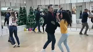 Download Video Bailando Salsa en Linea con la pequeña Naomi la alumna mas joven MP3 3GP MP4