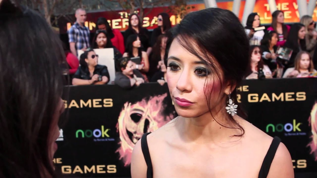 Tara Macken The Hunger Games Premiere Interview Youtube