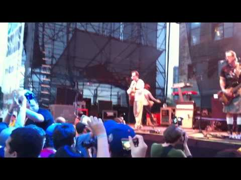 Weezer - Undone -- The Sweater Song Live @ The Williamsburg Waterfront 7/16/10