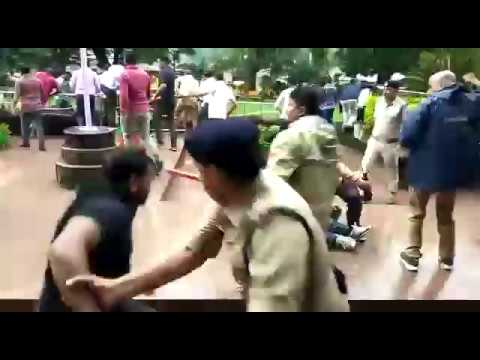 Indore collector office lathicharge 3