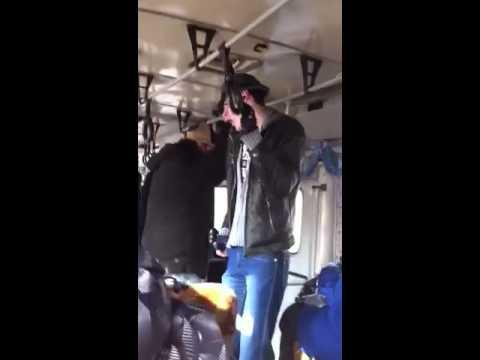 стояк у мальчика в автобусе