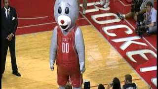Repeat youtube video Houston Rockets Clutch the Bear's Air Scare
