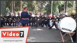 بالفيديو.. فرقة موسيقية للاحتفال بذكرى نصر أكتوبر أمام جامعة القاهرة