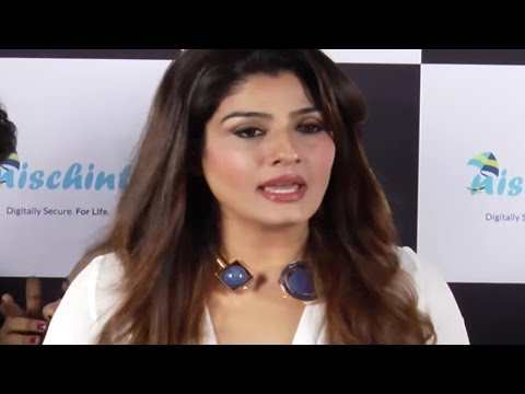 Raveena Tandon takes a firm stand on Pakistan Actors BAN