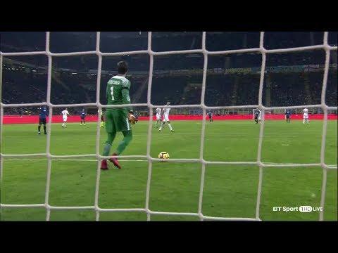 Alisson vs Inter Milan (A) 17/18