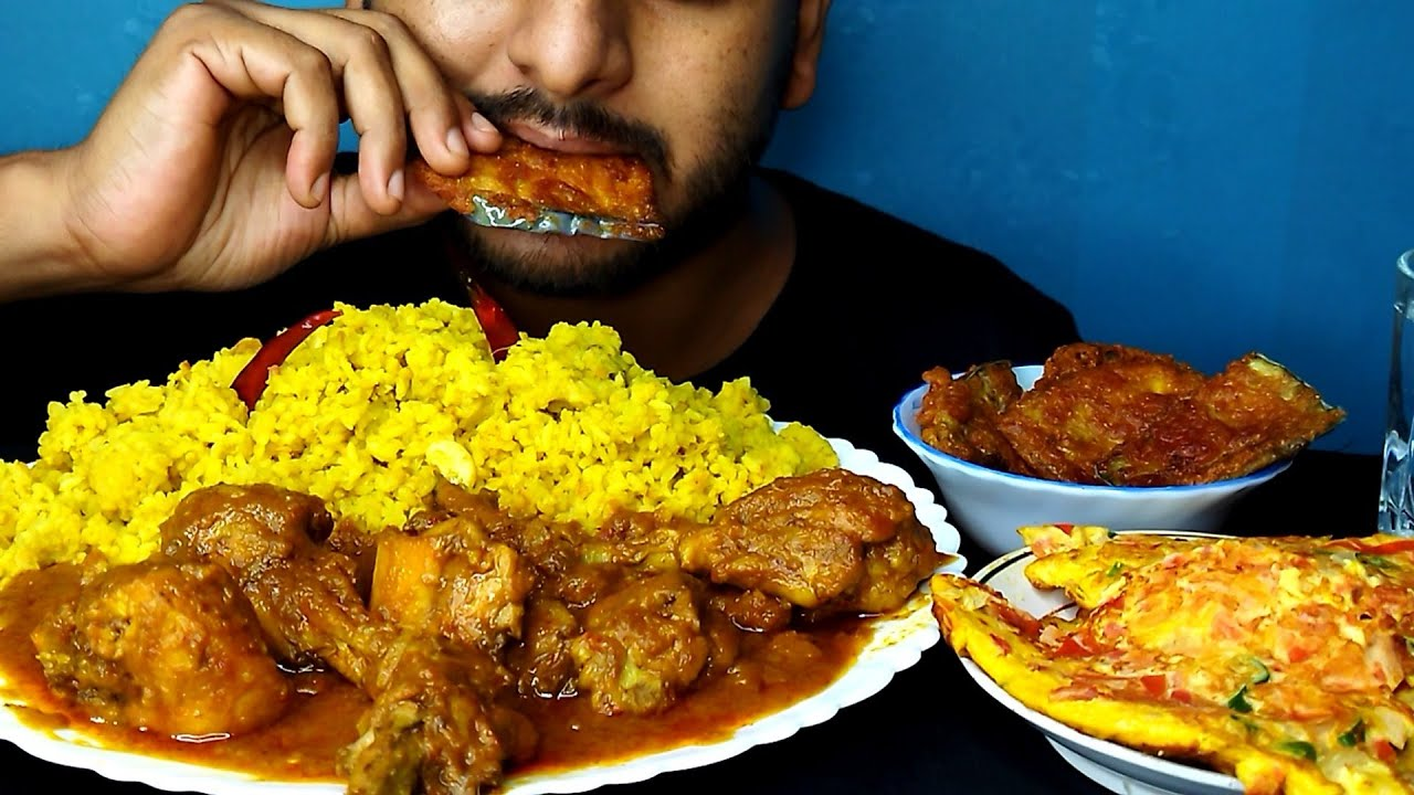 Eating Bhuna Khichuri With Chicken Curry   Beguni, Egg Omlet   @BhukkhadBoy