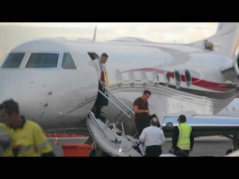 'Lachlan Murdoch touches down in Sydney but where's wife Sarah' 12/8/18