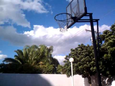 Tremendous dunking skills