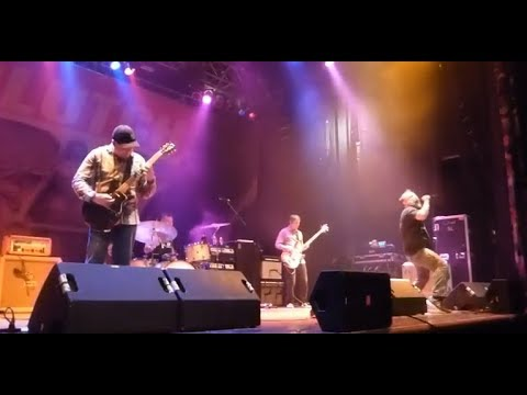 """Clutch play new song """"150 Pesos"""" live - Skinlab, Pissing Razors tour 2018!"""