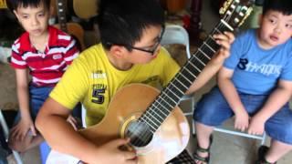 Tạm biệt búp bê- Hoang Thông. guitar: Hoàng Nguên 8 tuổi ( học viên khóa 1)