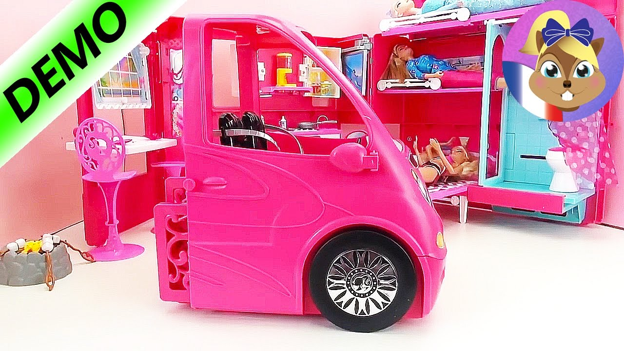 d mo de la caravane barbie pour quatre barbies avec piscine et cuisine youtube. Black Bedroom Furniture Sets. Home Design Ideas