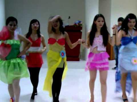 Biểu diễn thời trang chào mừng ngày nhà giáo Việt Nam 20 - 11 - 2009 Clip 2