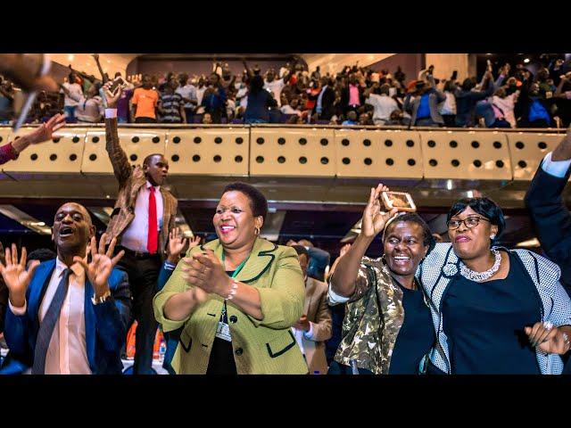 Celebrations erupt in Zimbabwean parliament as Mugabe resigns