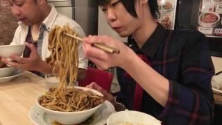 大食い→肉汁麺ススム レベルMAX食べた。with自由人さん Eating roast pork ramen and rice thumbnail