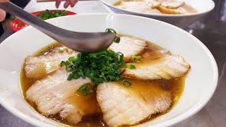 チャーシューメン【飯テロ 賄い】ramen soup topped with slices of roasted pork 叉焼麺
