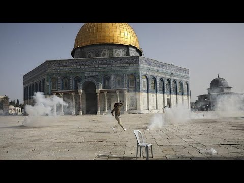 شاهد: مواجهات بين فلسطينيين والشرطة الإسرائيلية في باحات المسجد الأقصى…  - نشر قبل 22 ساعة