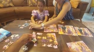 RAPUNZEL PUZZLE yapıyor, puzzle yapma yarışı yapıyoruz kim kazanacak, eğlenceli çocuk videosu