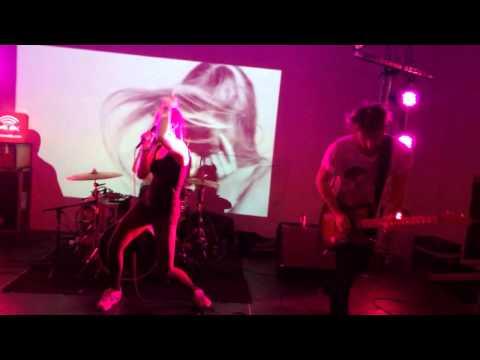 MØ waste of Time live Stockholm