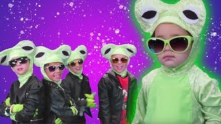 5 LITTLE SPECKLED FROGS  Rock Playhouse