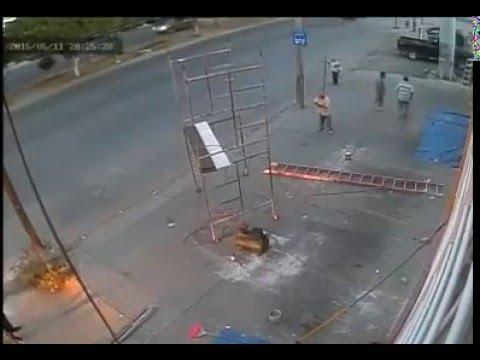 Accidente de trabajo en alturas andamio escalera youtube - Escaleras de trabajo ...
