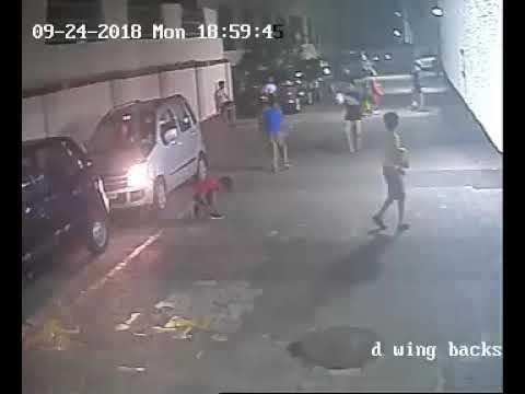 Un niño resulta ileso tras pasarle un coche por encima