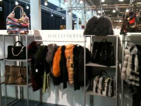 Saks potts. Датский дизайнерский дуэт барбары поттс и кэтрин сакс, вдохновляясь современным искусством, создают неординарную одежду для повседневной жизни. Особенно им удаются шубы, пальто и комбинезоны.