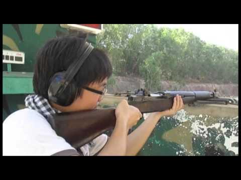 Bắn súng tại trường bắn Củ Chi