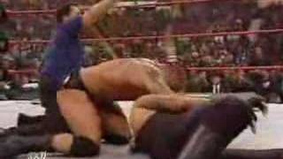 ARMAGEDDON Batista vs Edge vs Undertaker 16/12/2007 3/3