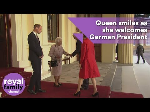 Queen smiles as she welcomes German President