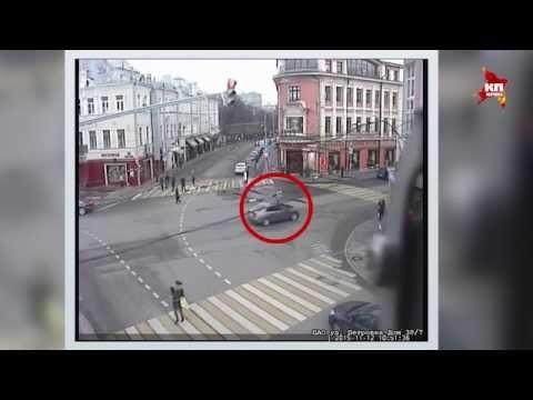 В центре Москвы неизвестный водитель сбил сотрудника ДПС и скрылся