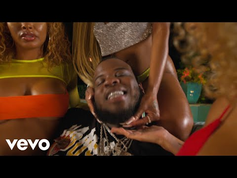 Смотреть клип Maxo Kream - She Live Ft. Megan Thee Stallion