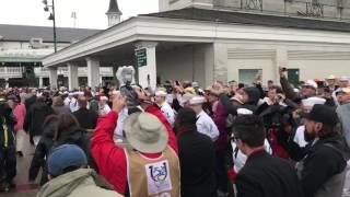Kentucky derby Rose Garland arrival