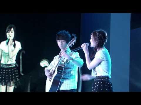 2012 Singapore Men's Fashion Week) Rolling In The Deep    Megan Lee & Sungha Jung Acoustic Tabs Guit
