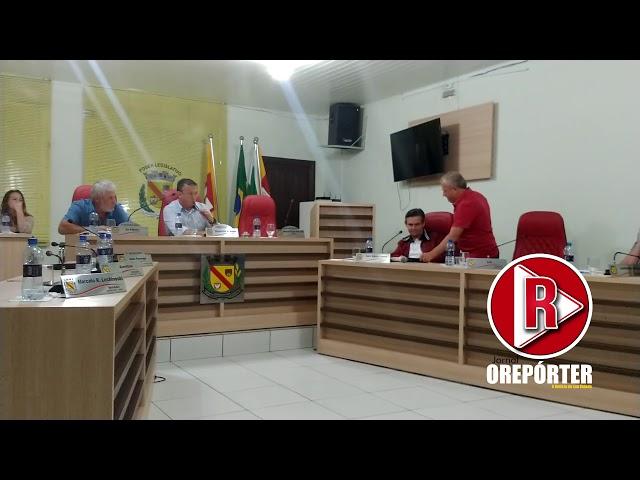 Dos nove vereadores, cinco abandonaram o plenário em represália ao vereador Carlinhos Moura