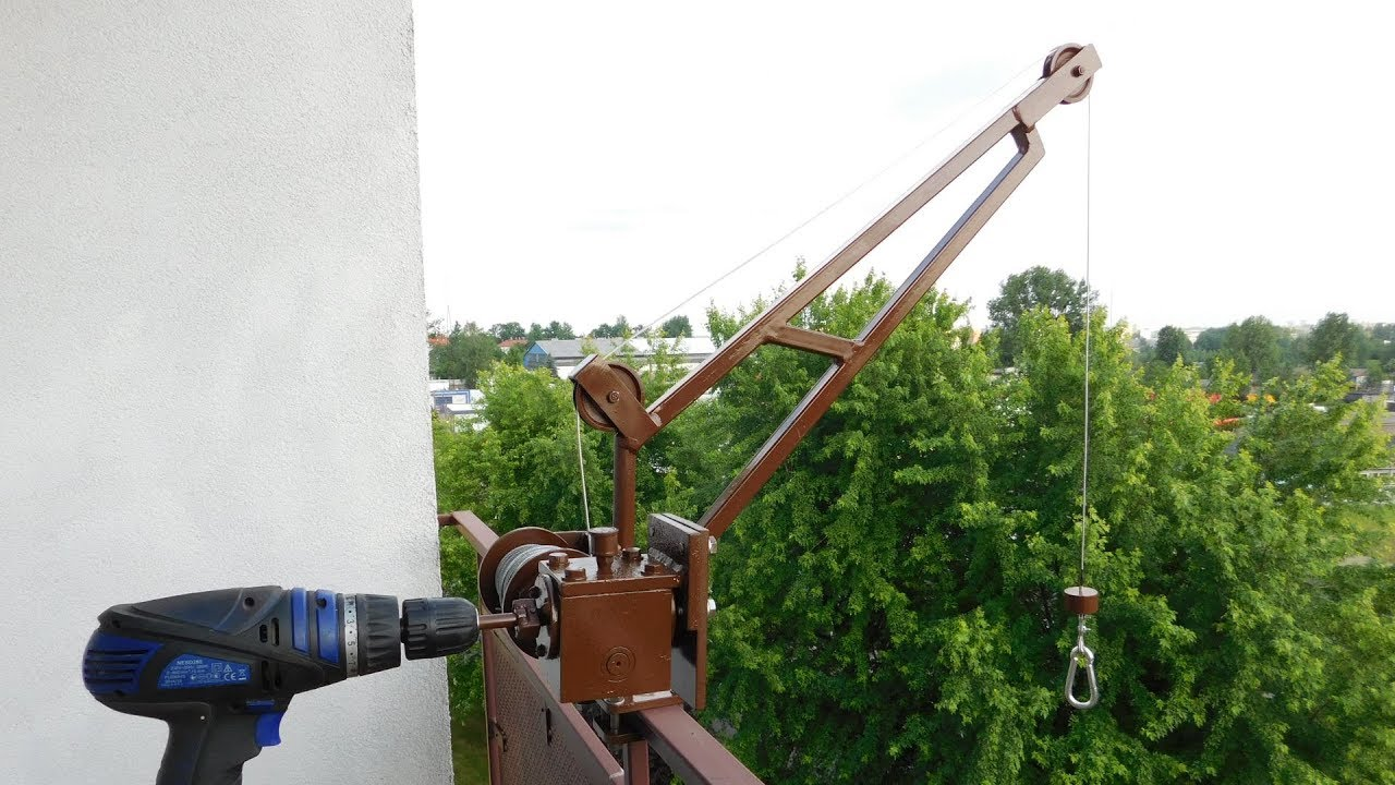 A DIY Balcony Crane Lifts Groceries For The Lazy But Patient | Hackaday
