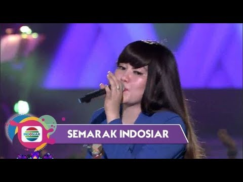 "Asik!! Via Vallen ""Bro"" Ditengah Penonton Sambil Cendol Dawetan - Semarak Indosiar Surabaya"
