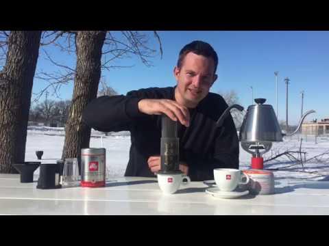 HOW TO MAKE COFFEE IN THE AEROPRESS COFFEE MAKER.