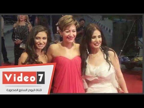 منه شلبى وهنا شيحة بفساتين حمراء مثيرة فى حفل جوائز السينما العربية  - 00:21-2017 / 10 / 21