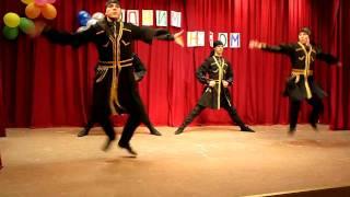 "Gruppedans ""mamaluk"" - Børnekreativitets festival: Under samme Himmel"""