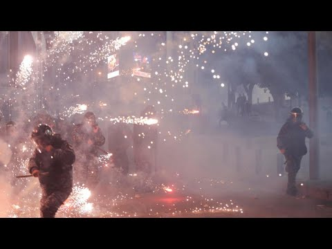لبنان: عشرات الجرحى في مواجهات هي الأعنف بين المتظاهرين والقوى الأمنية في بيروت  - 07:59-2019 / 12 / 15