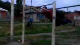 трюки на турнике. Первое видео(, 2010-08-07T19:12:44.000Z)
