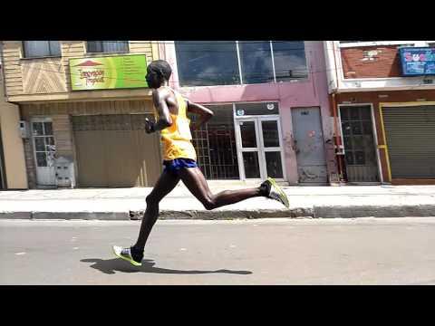Media Maratón de Bogotá 2016. Primer atleta Africano y Colombiano en pasar la calle 72.  2/33