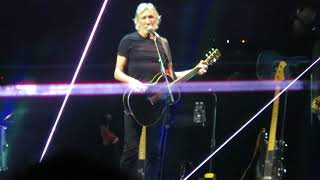 Roger Waters addressing crowd, 8.11.17, Wells Fargo