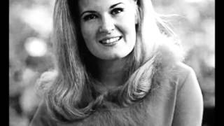 Watch Lynn Anderson Love Me Love Me video
