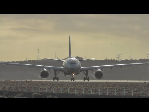20 Minutes Of Aeropuerto de Tenerife Sur - Windy Takeoffs & Landings (A330, B777, B757 ...)