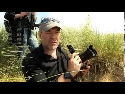 Brett Harkness Photography Training - Brett shoots a Bride & Groom on the beach