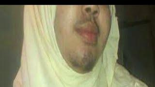 Repeat youtube video Yaab: Gabar Soomaali oo isku badashay Wiil.