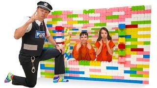 Побег из Лего Тюрьмы от Макс и Катя