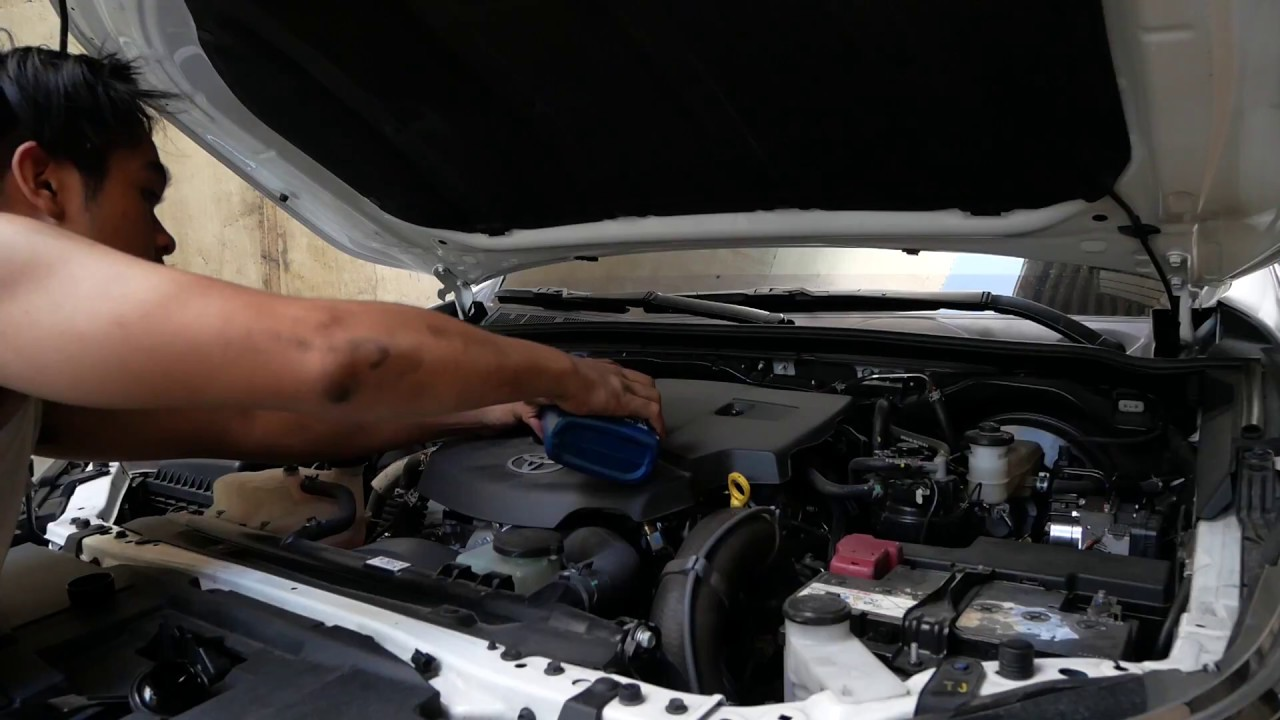 Toyota Fortuner Change Oil Guide - YouTube