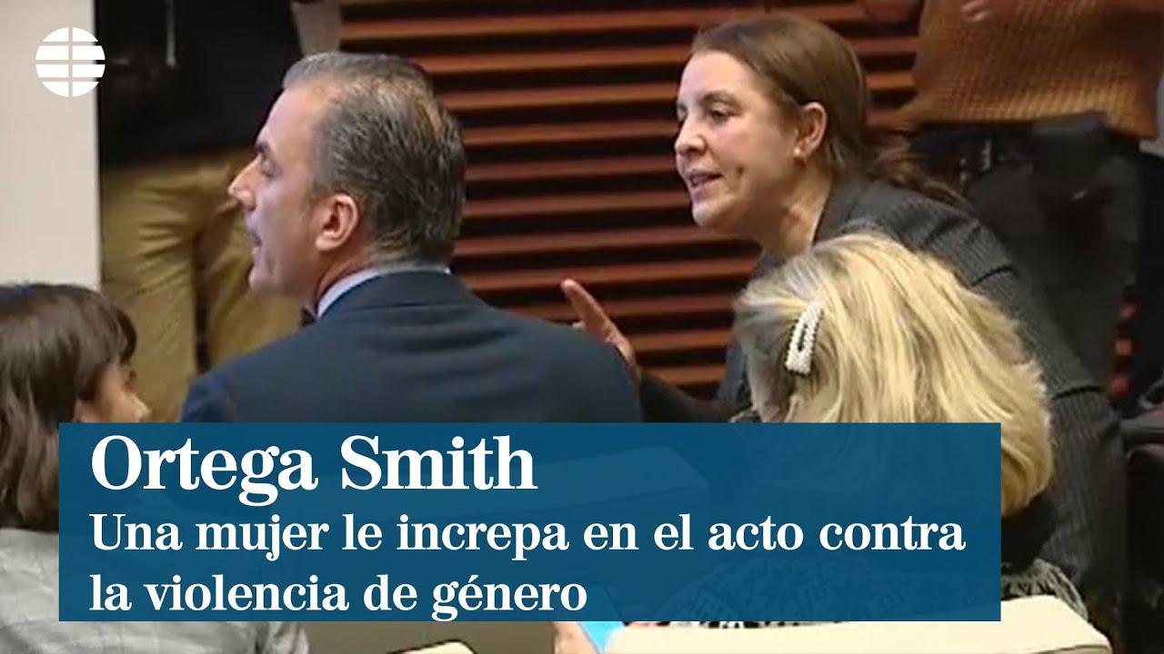 Una mujer increpa a Ortega Smith durante el acto contra violencia de género